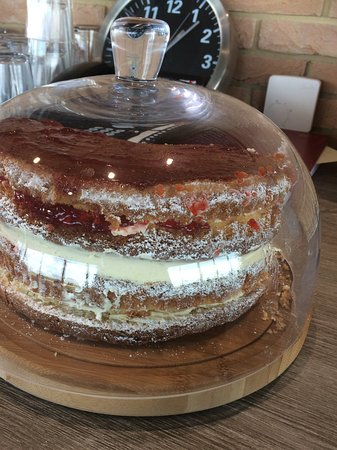 Brackley, UK: Fantastic cakes
