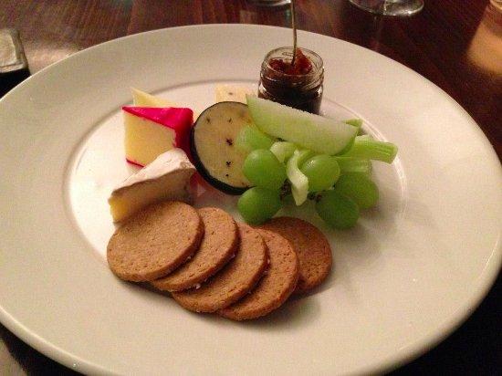 The Douglas Hotel: mein abendliches dessert- koestliche kaese platte.... ein gaumenschmaus