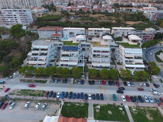 Hotel More: Dronenbild vom Meer her
