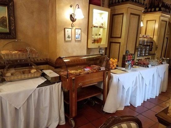 Hotel Pod Vezi: Free breakfast setup (2)
