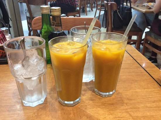 Mugg and Bean: Mango juice with ice on the side