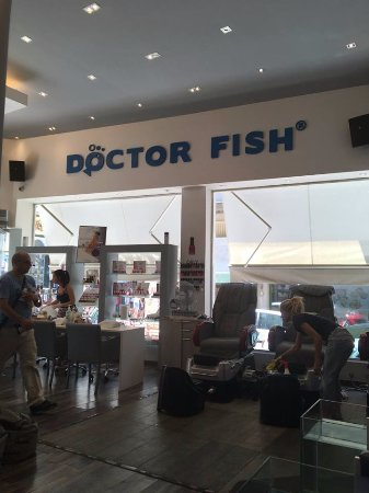 Pedicure chairs fotograf a de athens doctor fish foot for Fish foot spa
