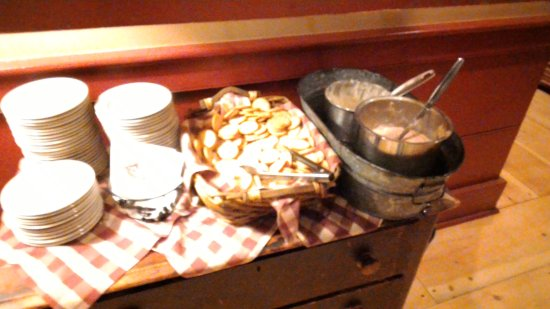 The Common Man: complimentary cheese bar