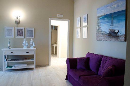 Soggiorno interno con tv picture of torrelama room breakfast