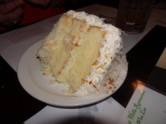 Walnut Hills Restaurant: Coconut cake