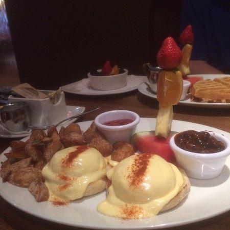 Firestone Restaurant and Bar : Eggs Benny