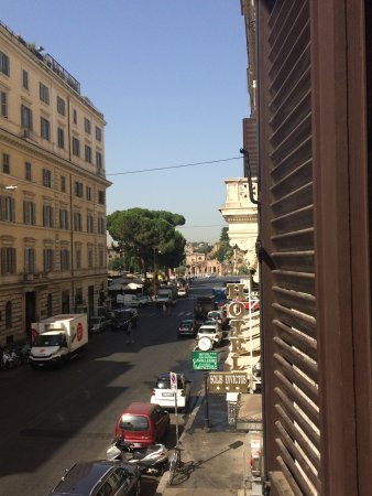 Hotel Solis: I love the balcony view, on the right which you can see part of the Forum of Caesar.