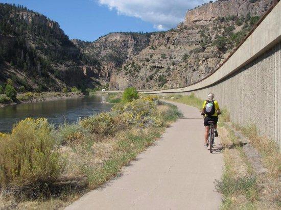 Glenwood Canyon Bike Trail: River below, interstate above