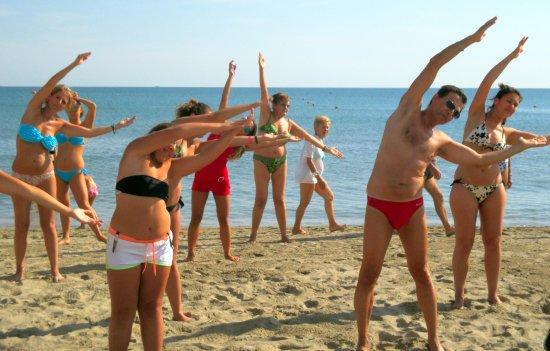 Marano Beach 135-136 : Ginnastica in riva al mare