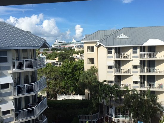 Hyatt Centric Key West Resort and Spa: In de verte zie je een cruise ship