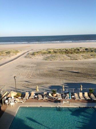 Reges Oceanfront Resort: right below the rooms