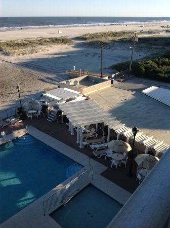 Reges Oceanfront Resort: jacuzzi area right by the pool