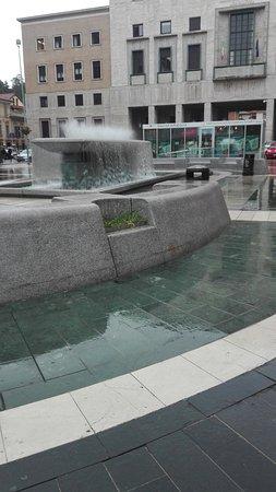 Fontana di Piazza Monte Grappa