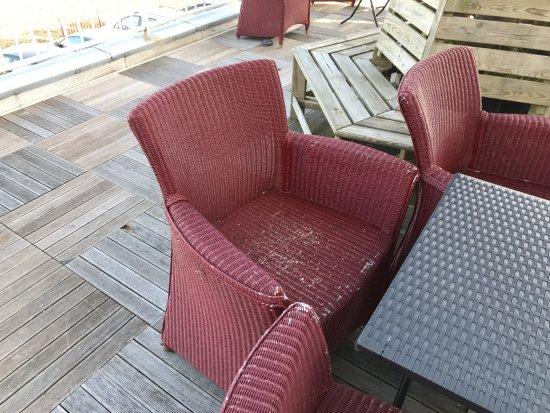 Best Western Hotel Ile De France: terrasse, les beaux fauteuils de salon !!!