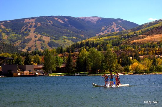 Avon, Kolorado: Nottingham Lake | Wonderful views of Beaver Creek from the lake. Join us!