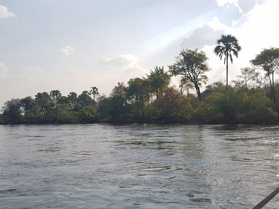 Sanctuary Sussi & Chuma: Lake Zambezi