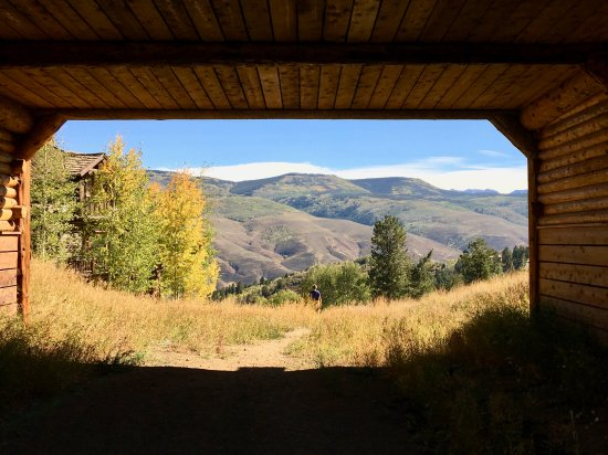The Ritz-Carlton, Bachelor Gulch : Hiking just a half mile away from Ritz Carlton Bachelor Gulch hotel