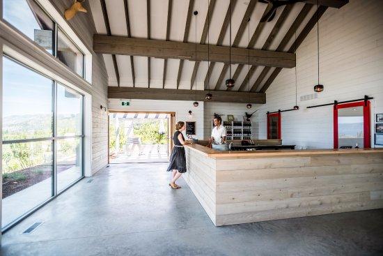 Naramata, แคนาดา: Inside JoieFarm Tasting Room