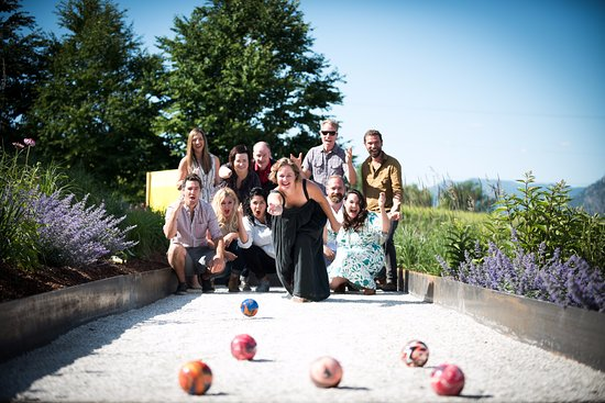 Naramata, Kanada: Bocce Ball court located in JoieFarm picnic area
