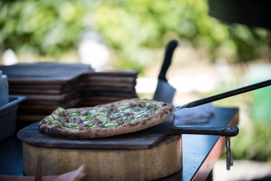 Naramata, Canada: Order a wood-fired pizza to enjoy with your wine