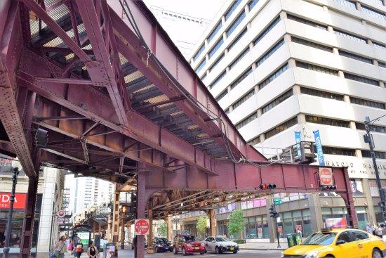 Silversmith Hotel Chicago Downtown: Stazione Metra sopraelevata