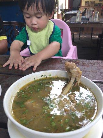 Negeri Sembilan, Malaysia: Sup Ayam Kampung