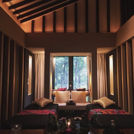 Banyan Tree Mayakoba: Inside one of the spa pavilions setup for a couples massage.