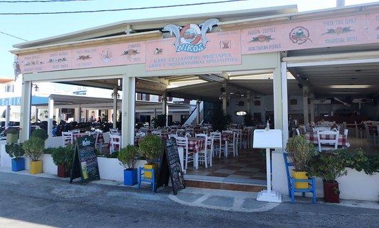 Nikos Restaurant : front of Nikos