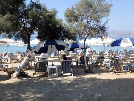 Nikos Restaurant: beach area