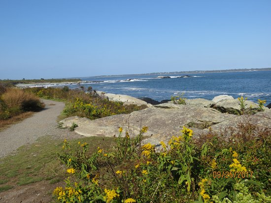Sachuest Point National Wildlife Refuge: oceanside path