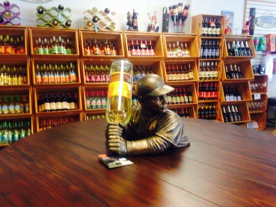 Panama City Beach Winery: Wine shelves view