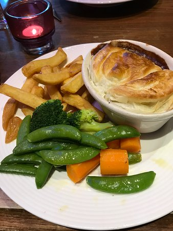 Guildford Arms: Steak and Ale pie