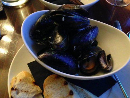 The Douglas Hotel: delicious mussels