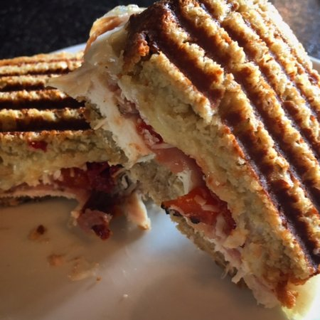 Lacombe, Canadá: Gluten Free Italian Meat and Cheese Panini
