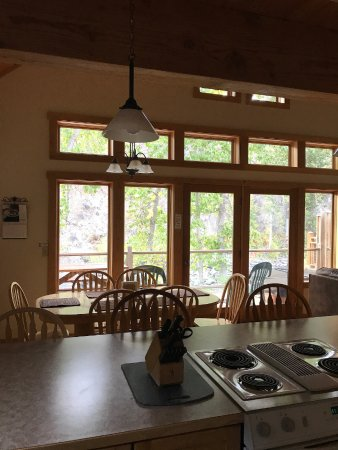 River's Edge Resort: Great Room/ Kitchen, dining, living area