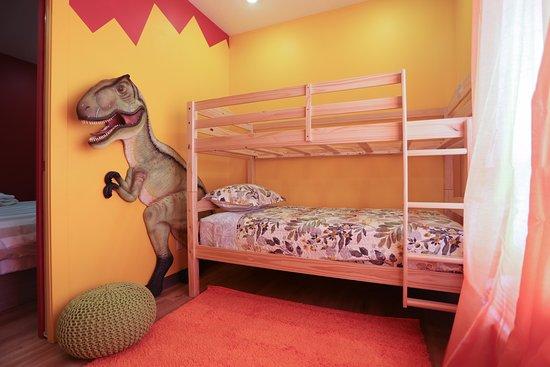 Balzac, Canada: Alberta Adventures Theme Suite- Kids room with bunk beds