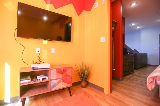 Balzac, Canada: Alberta Adventures Theme Suite- Kids room with bunk beds and X-box.