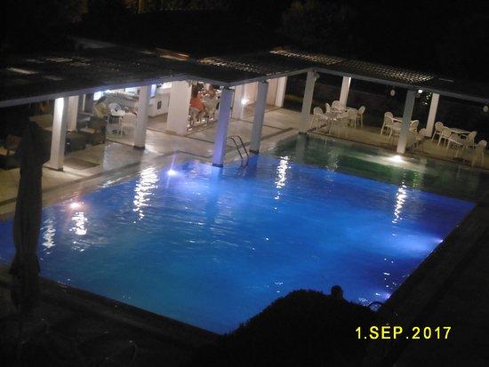 Arty Grand Hotel: εξωτερική πισίνα