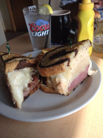 Oconto, WI: Rueben so big you have to eat it with a fork!