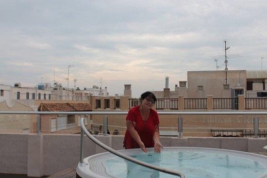 Eden Mar: Мленький бассейн с видом городаа