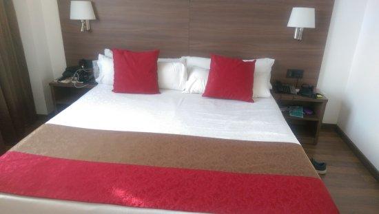 Hotel 4 Barcelona: IMAG4024_large.jpg