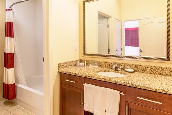 Residence Inn Lexington Keeneland/Airport: Our suite bathrooms come with complimentary toiletries.