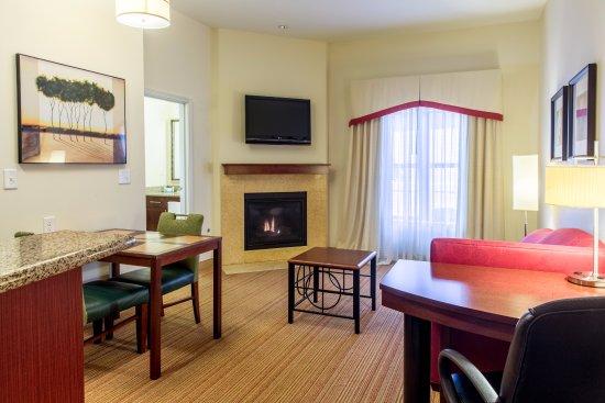 Residence Inn Lexington Keeneland/Airport: Two bedroom suite living area