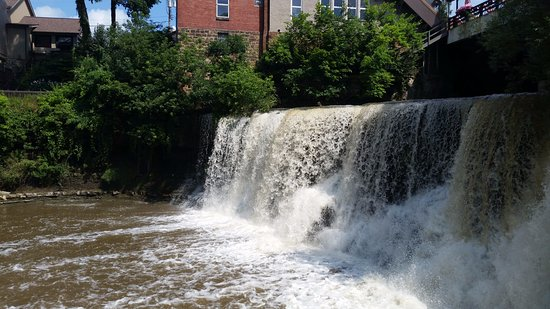 Chagrin Falls, OH: The falls from the stairs