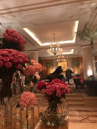 Four Seasons Hotel Cairo at Nile Plaza: Beautiful flowers