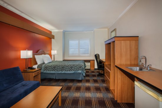 Antioch, CA: Accessible Bed Room
