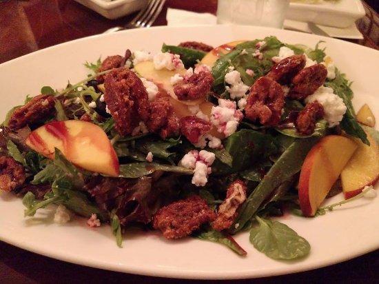 Hollywood Brown Derby: Field greens salad
