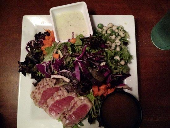 Huron Street Pub & Grill: Ahi Tuna on Mixed Greens with Wasabi Peas