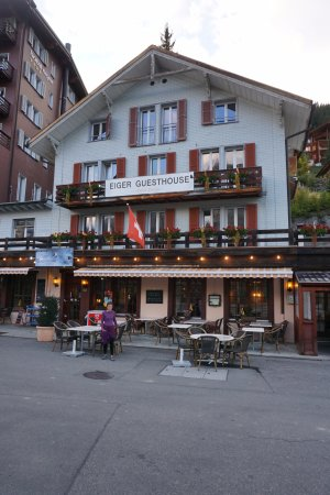 Eiger Guesthouse: Very convenient across from the train station.