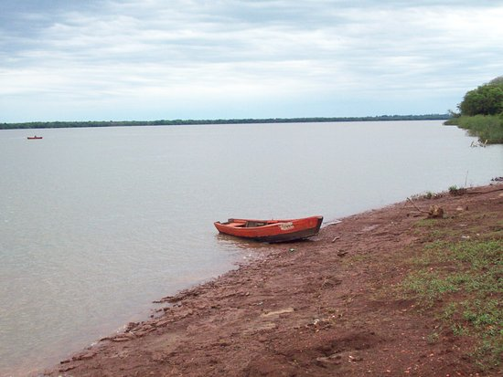 Yapeyu, อาร์เจนตินา: Sobre la costa del río, es donde más se disfruta del aire puro y la tranquilidad